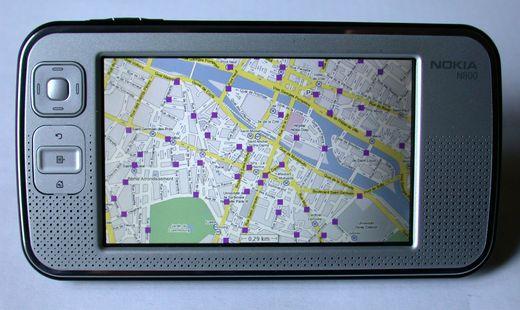 Photo de mon N800 avec Maemo Mapper affichant un plan de Paris avec les stations Vélib'